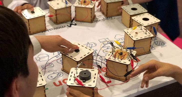 Viaje Al Interior De Los Juguetes Electronicos Fundacion